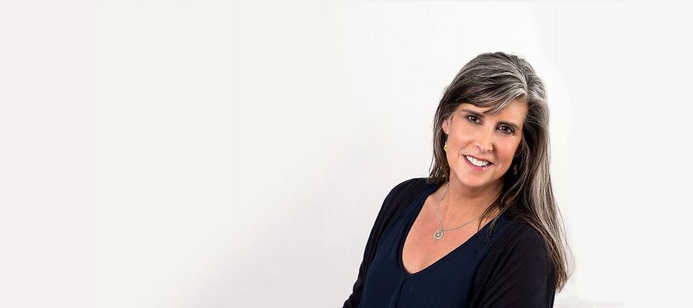 Liz Croland Sarakin Headshot XS.jpg