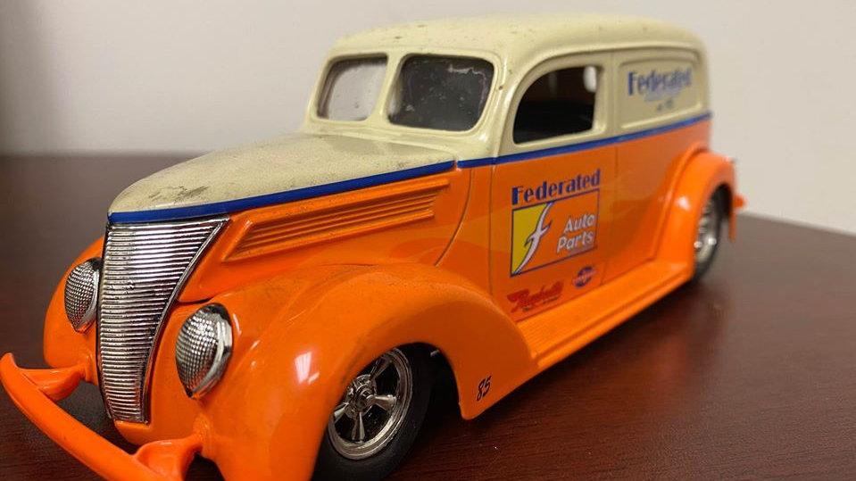 1937 Ford Sedan Delivery Panel Van Racing Champions Federated 1/24 Die Cast