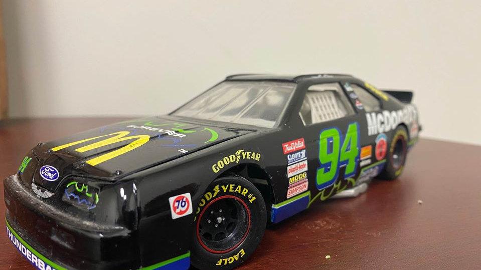 """Bill Elliot #94 NASCAR Ford Thunderbird """"Thunderbat"""" 1995 Limited edition Collec"""