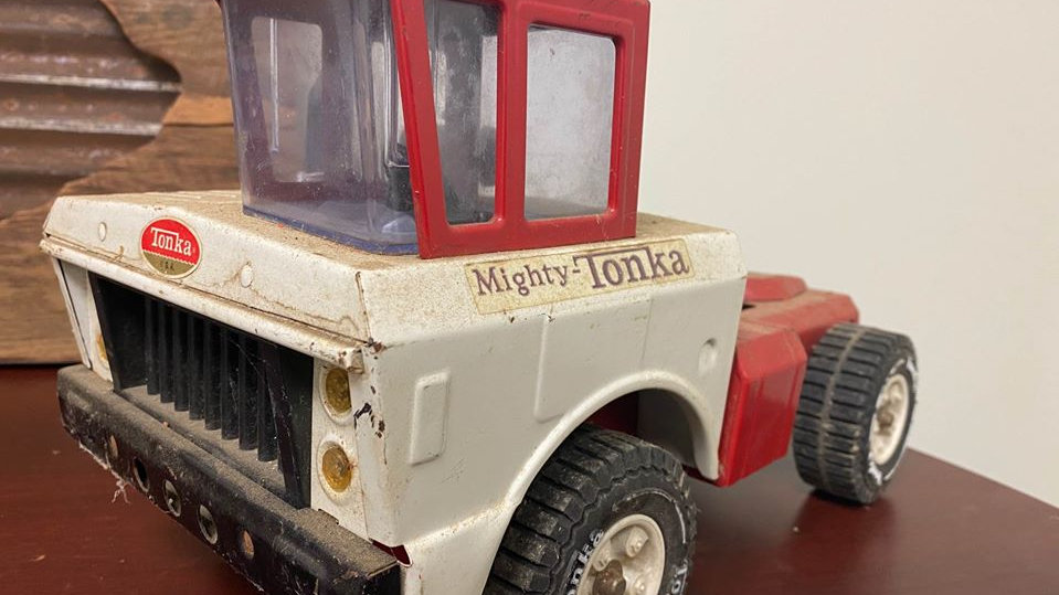 "Large ""Mighty Tonka"" Vintage Toy Cab And Chassis Semi Heavy Equipment"