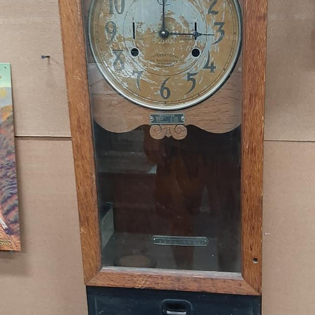 ANTIQUE TIME CLOCK