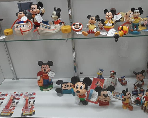 100'S OF DISNEY COLLECTIBLES