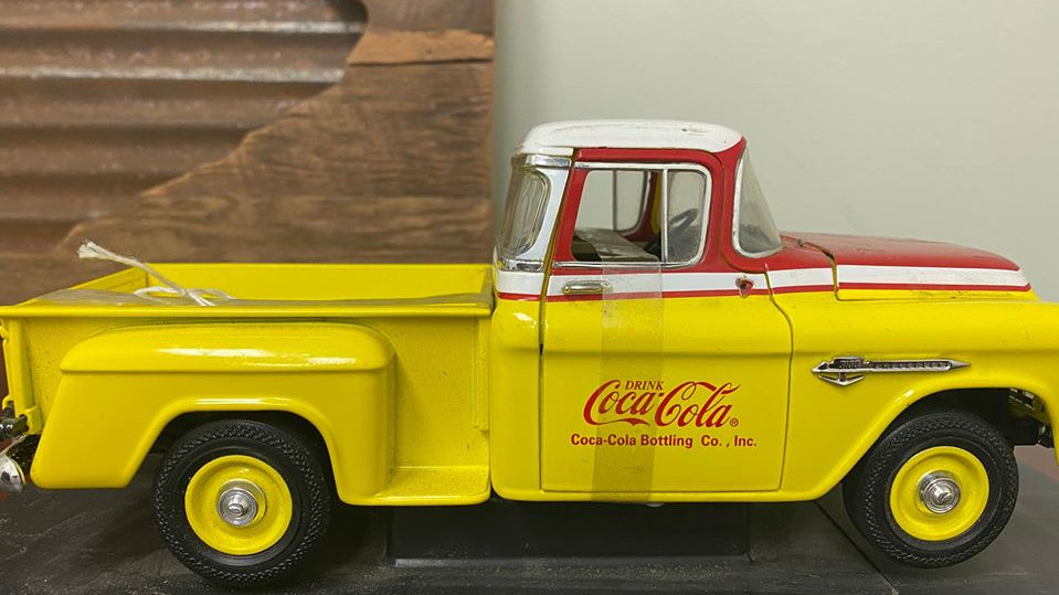 Rare Johnny Lightning 1:18 Scale 1955 Chevy 3100 Stepside Coca Cola Bottling Co