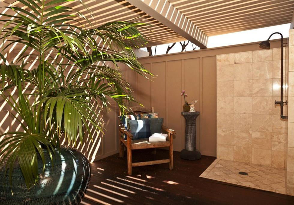 Outdoor shower en suite to master.jpg