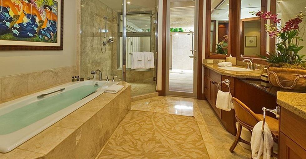 Mater Suite en Suite bath.jpg