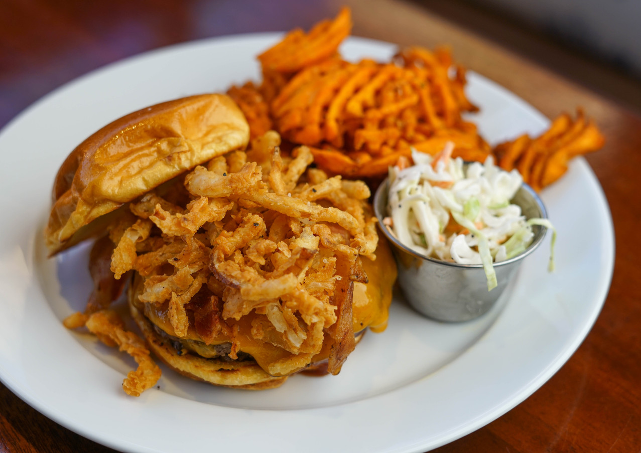 BBQ BURGER WITH ONION STRINGS