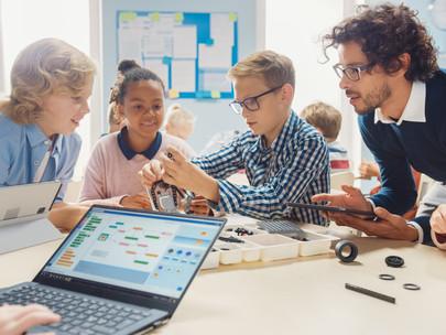 Make a Change! Weg aus der Kreidezeit – Mittel und Wege zur digitalen Schule!