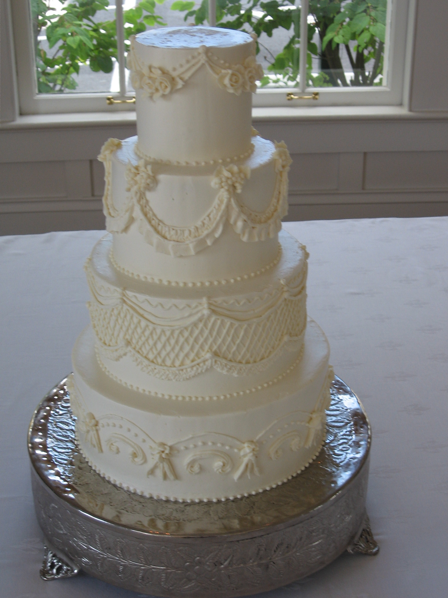 Wedding Cakes With Swags