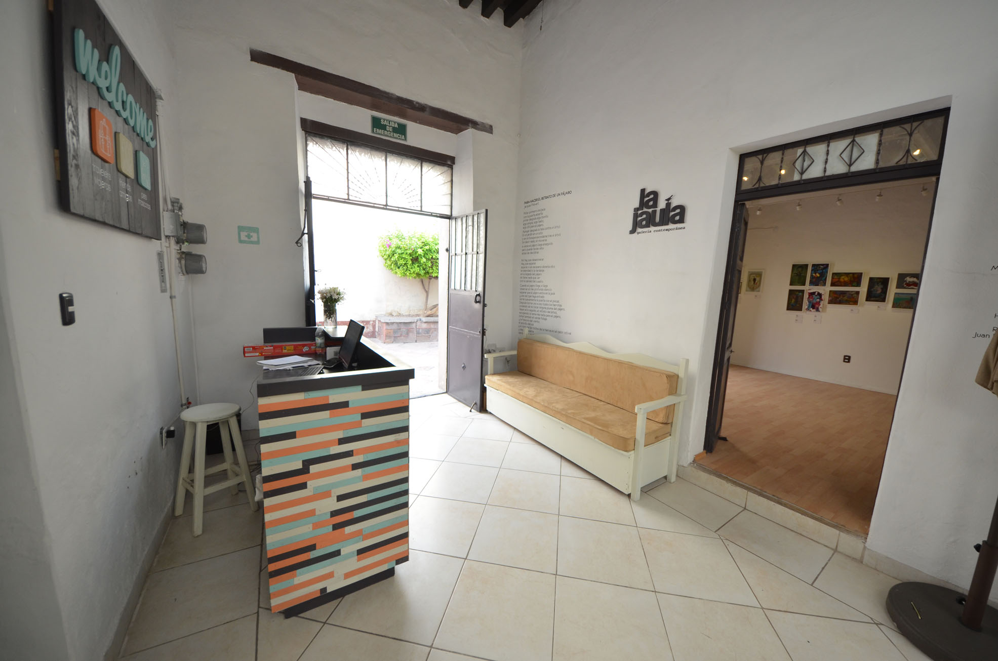 Acceso - Front Desk hostal