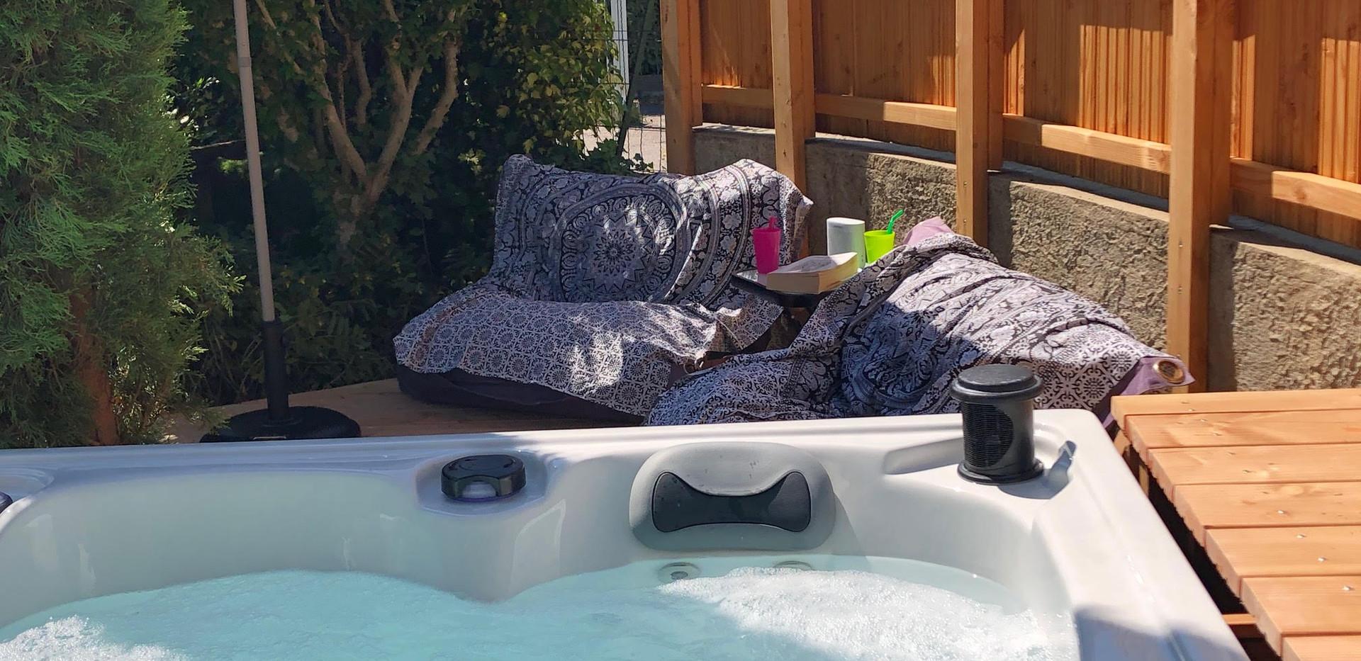 Terrasse ombragée du spa