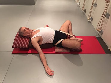 relaxed body relaxed mind restorative guide iyengar yoga david jacobs