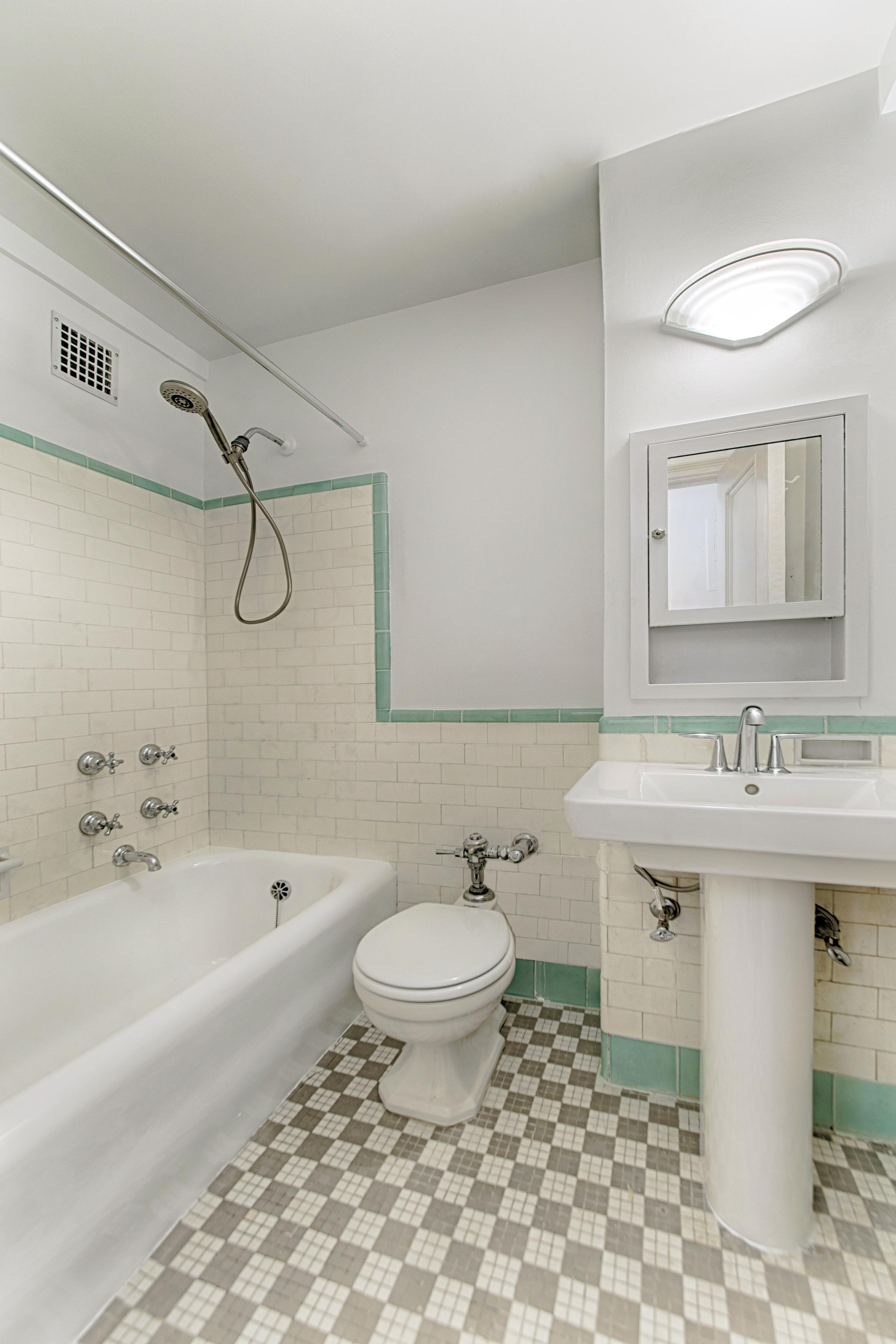 310RSD_1011_bath revised