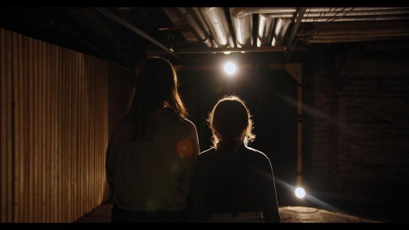 Anne und Emma Keller unter Odeon.jpg