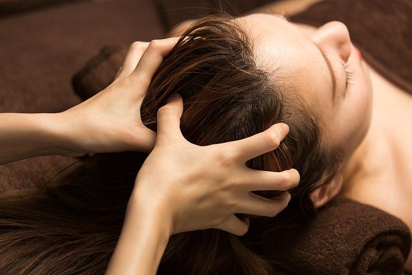 The woman has a head massage..jpg