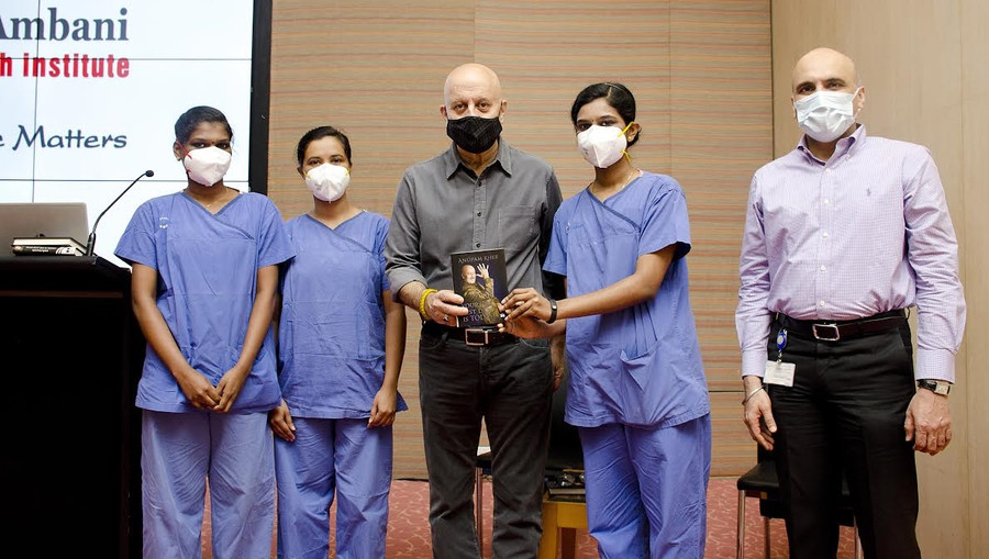 ANUPAM KHER SHARES WORDS OF APPRECIATION FOR MEDICAL FRATERNITY