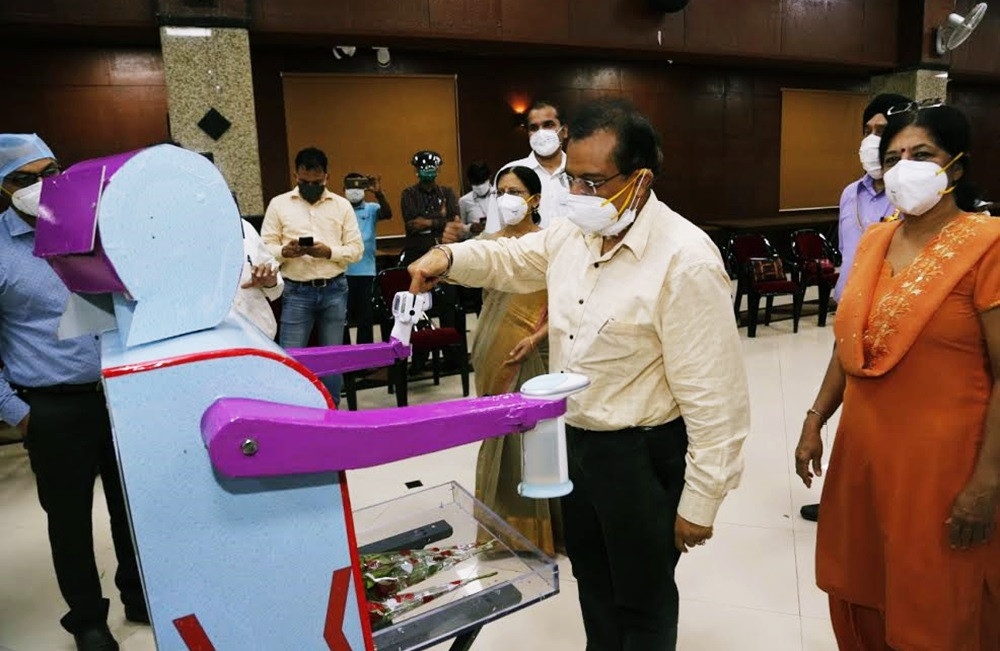 "Health Assistant Robot ""Rakshak"" handed over to Railway Hospital at Byculla"
