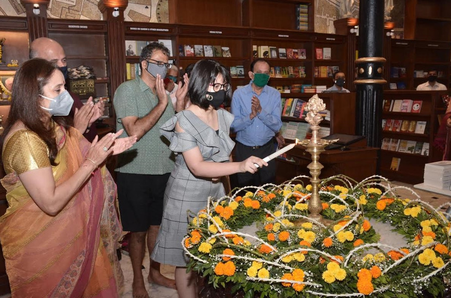 MUMBAI'S ICONIC BOOKSTORE, KITAB KHANA, REOPENS ON ITS 10TH ANNIVERSARY