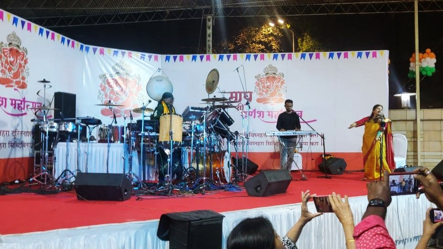THE SINGING VIOLIN OF INDIA KALA RAMNATH AND INDIAN PERCUSSIONIST SIVAMANI MESMERIZE THE AUDIENCE WI