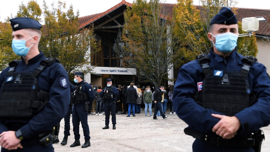 FRENCH POLICE ARRESTS NINE AFTER TEACHER KILLED FOR SHOWING CLASS CARTOONS OF PROPHET MOHAMMAD