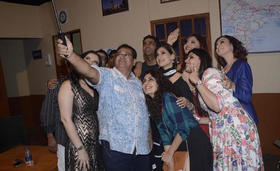 Lucky Morani, Madhurima Nigam and Urvashi Sharma Joshi to make their theatre debut with Paritosh Pai