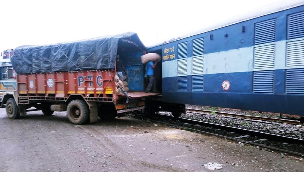 Cr Exports Onions From Lasalgaon To Darshana, Bangladesh In Parcel Train
