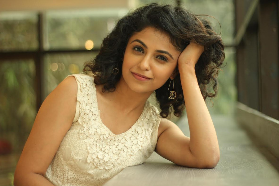 MANASI RACHH LEARNS TO SEW FOR EROS NOW'S HINDMATA