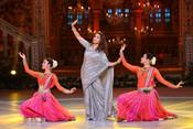 MADHURI DIXIT SWEET GESTURE REMEMBERING SAROJ KHAN ON DANCE DEEWANE