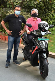 DR. PAWAN MUNJAL RECEIVES THE FIRST ATHER 450X IN DELHI