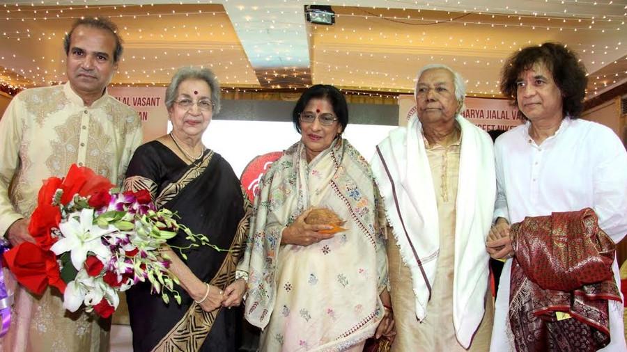 पद्म विभूषण गान सरस्वती किशोरीताई आमोनकर को १६ वें 'उत्तम वाज्ञेयकार जियालाल वसंत पुरस्कार'