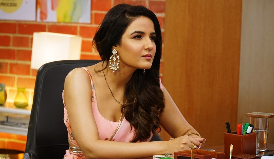 FUNHIT MEIN JAARI HAS GIVEN ME AN OPPORTUNITY TO EXPERIMENT : JASMIN BHASIN