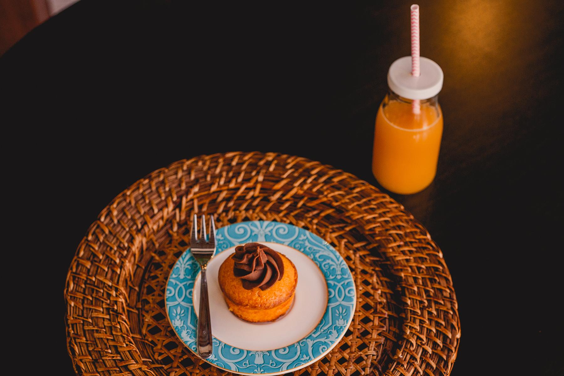 Mini cake de cenoura com ganache