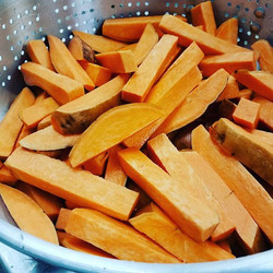 Chef Spencer knows how to cut one mean sweet potatofry! 😎 #plaincityohio #plaincity #marysvilleohio