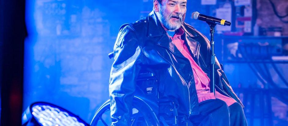 """La Voz: Comedian Chris """"Crazy Legs"""" Fonseca"""