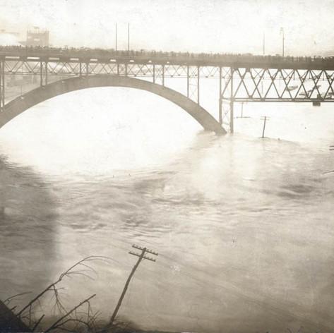 97-90-6-market-street-bridge-flood-1913.