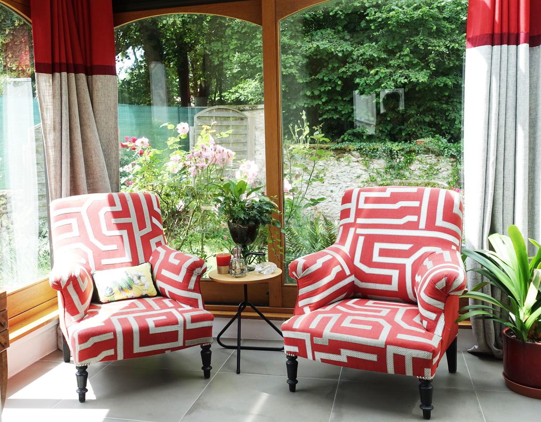 fauteuils nichés, relookés par l'Atelier de Sab