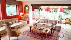 salon_veranda_canapés_tables-basses_brunoy_rideaux_rouge_décoration_salon_latelierdesab