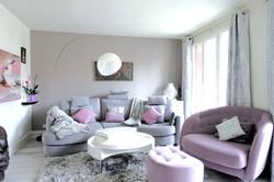 Salon aux teintes grises et rose