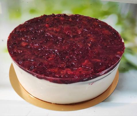 עוגת גבינה קרה ומרקחת תותים