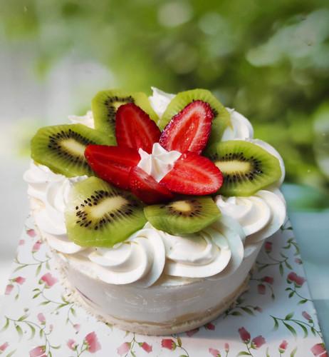 עוגת תותים קוטר 16