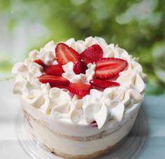 עוגת תותים קוטר 14