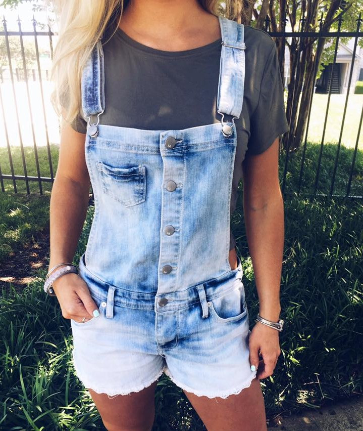 Close up of these adorable, comfortable overalls! I will for sure be investing in more to style differently for new looks!