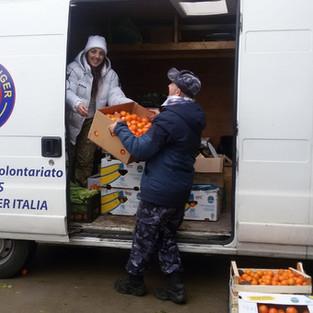 I Messaggeri del Tempo consegnano pacchi alimentari alle famiglie terremotate
