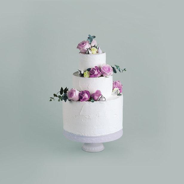 花で飾られたケーキ