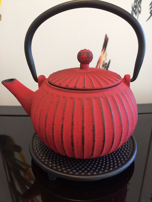 Cast Iron Teapot - Ribbed / Red (550 ml)