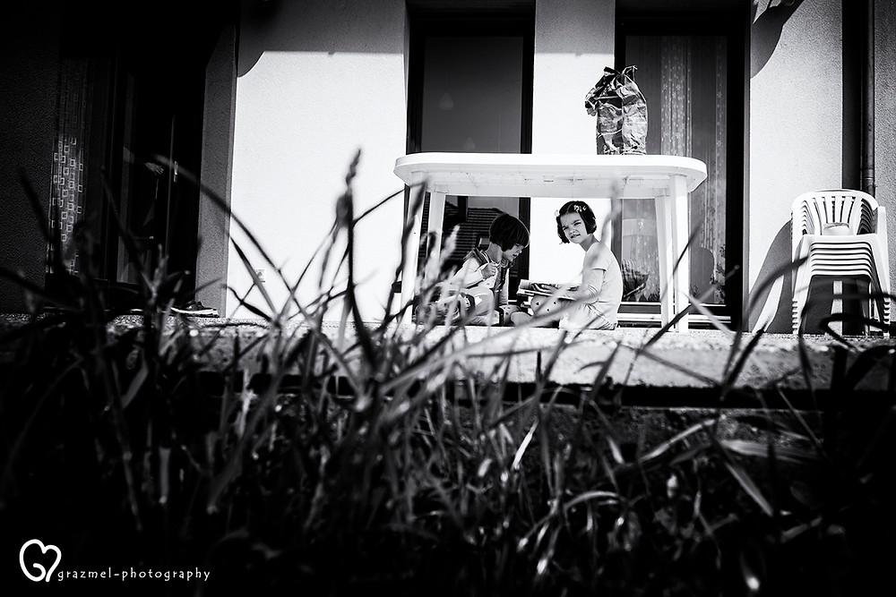 játék a kertben, dokumentarista család fotózás