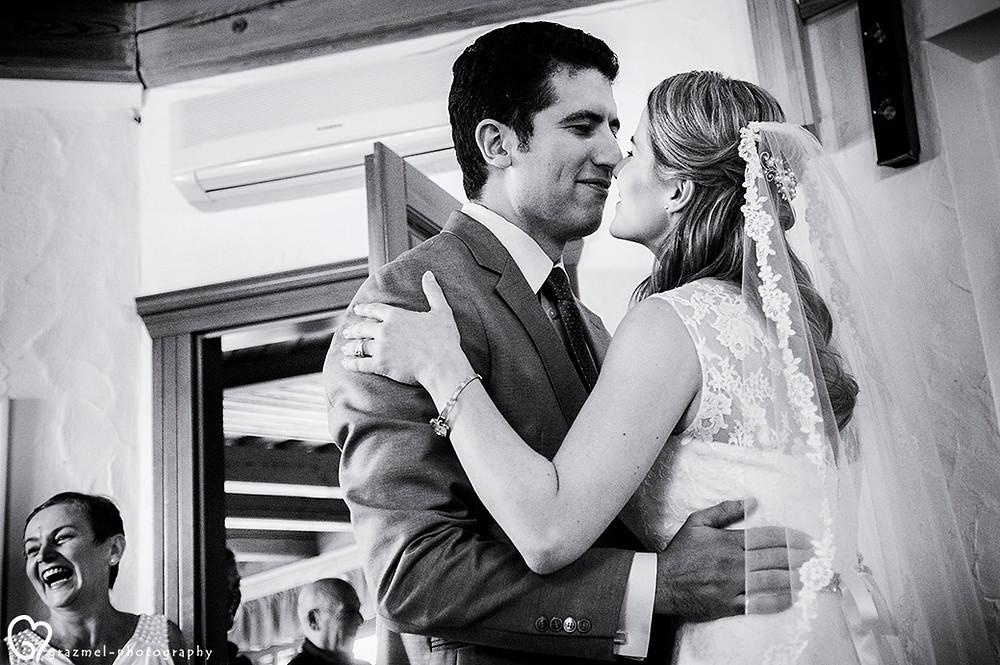első találkozás,  groom seeing his bride for the first time, Grazmel wedding photogray