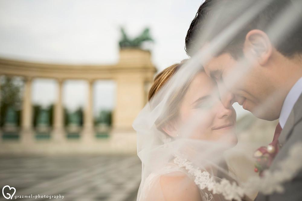 canadian wedding in Budapest, Grazmel Wedding Photography, kreatív fotózás a Hősök terén