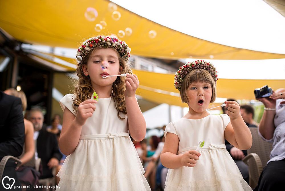 koszorúslányok, buborék, Grazmel esküvői fotó, Budapest