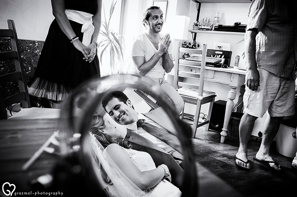 első találkozás,  groom seeing his bride for the first time, Grazmel wedding photography, bride and groom first meeting