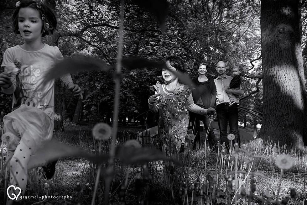 dokumentarista család fotózás otthonotokban, család fotós Budapest, természetes családi képek